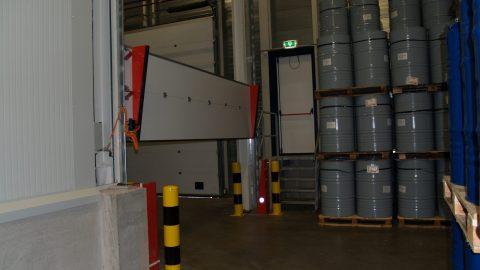 Liquid-retaining overhead doors - Hegron - Protec Industrial Doors
